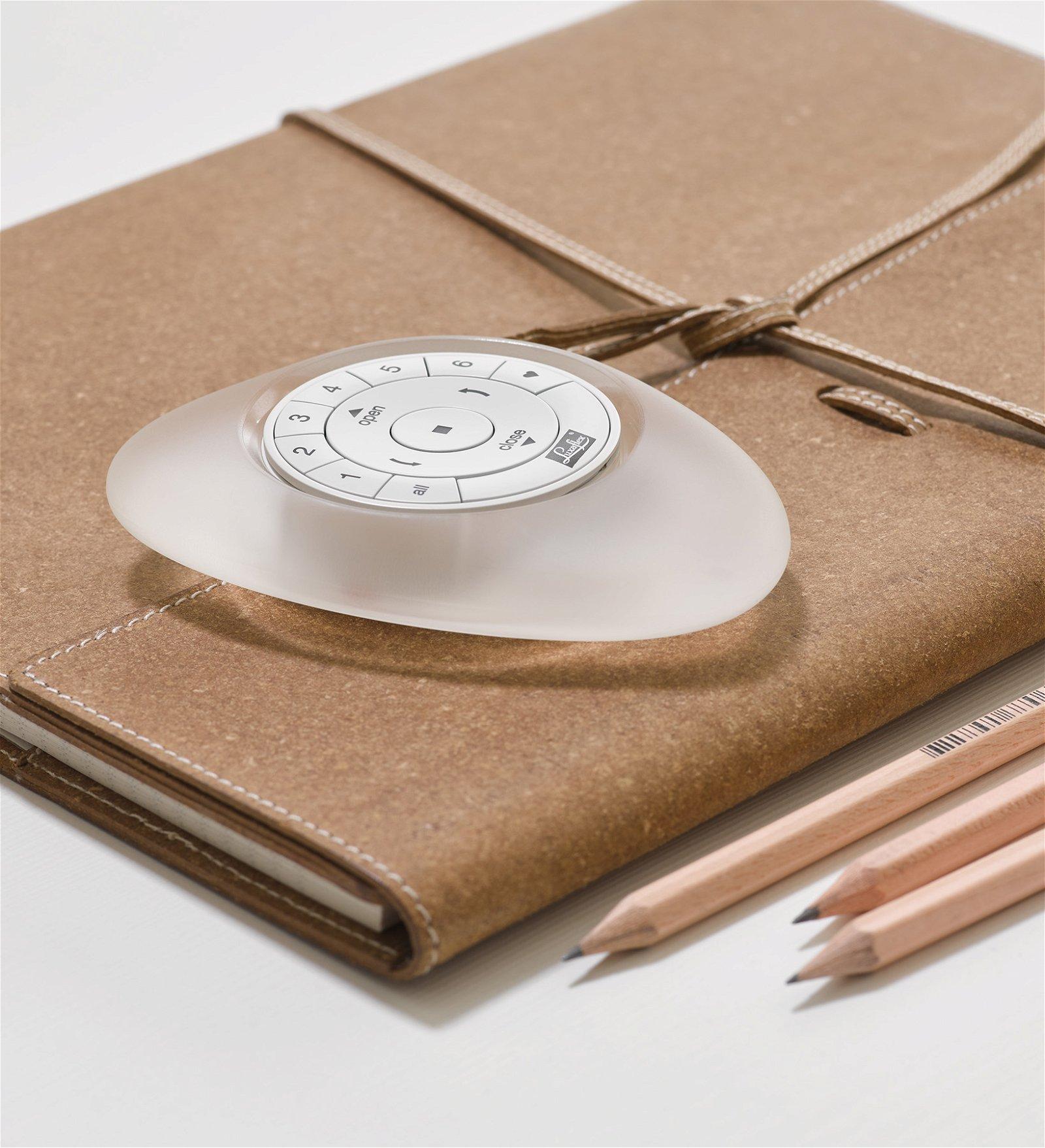 Luxaflex® Pebble - Fjernbetjening til elektriske gardiner